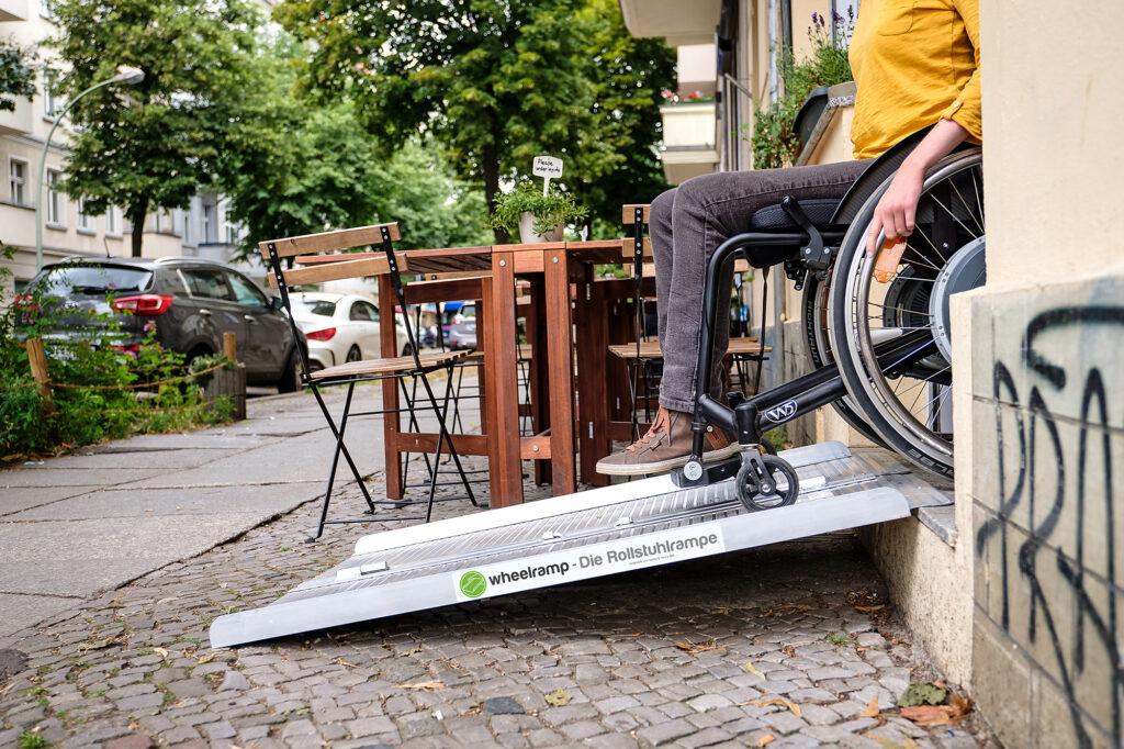 Rampe mit Rollstuhl